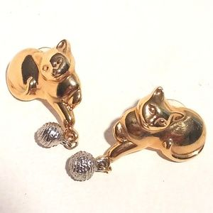 Avon Gold Tone Kitty Cat Dangle Earrings